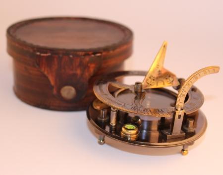 Kompass ādas lādītē